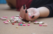 Dipendenza da farmaci: ammalarsi per guarire