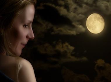 Con la luna di traverso: ciclo femminile e disturbi psicologici