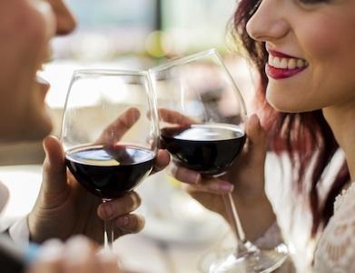 Alcol e immagini positive: bicchiere mezzo vuoto o mezzo pieno?