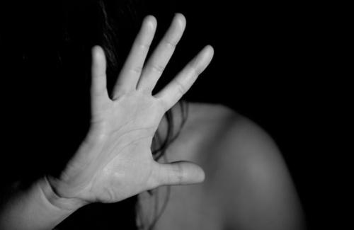 Violenza sulle donne: combattere l'indifferenza